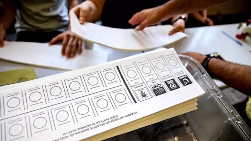 İstanbul İl Seçim Kurulu seçim sonuçlarını panoya astı