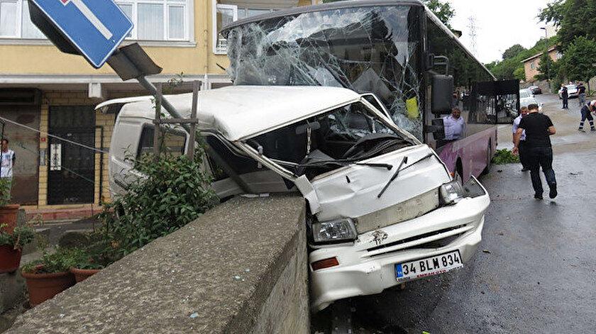 Kaza sonrası cadde trafiğe kapatıldı.