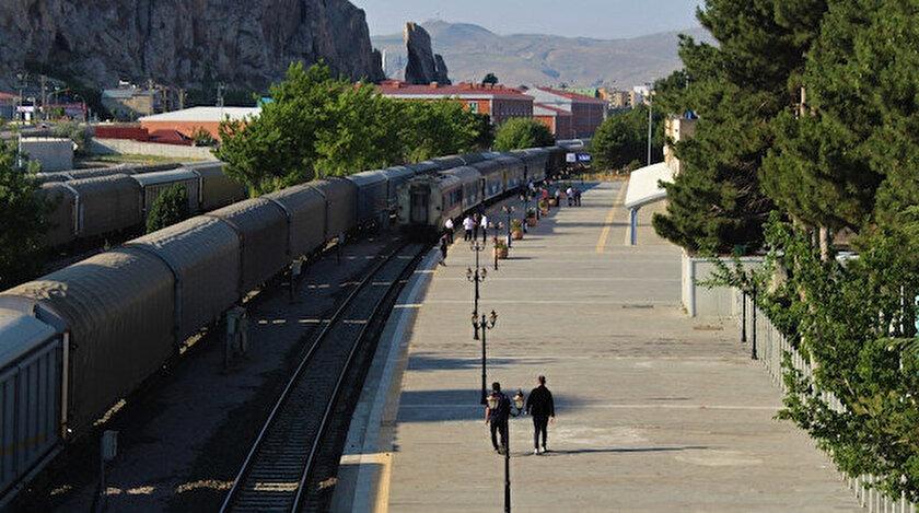Tahran-Ankara treninin ilk yolcuları Van'a ulaştı.