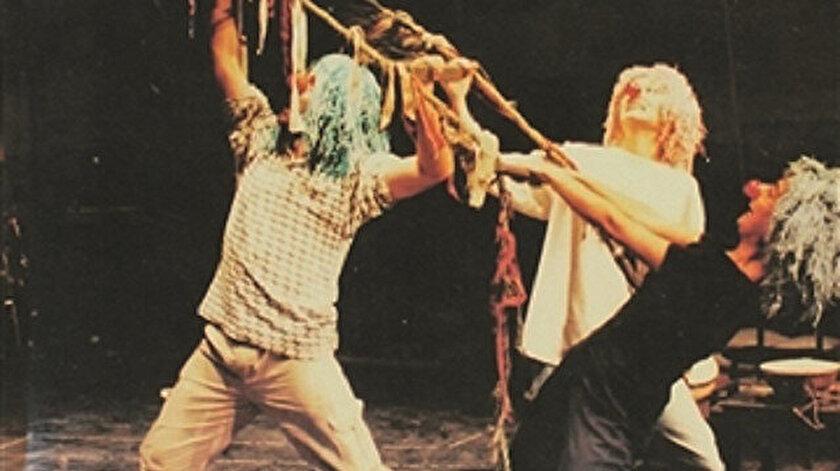 Çocuk Tiyatrosu, Nihal Kuyumcu tarafından Mitos Boyun Yayınları'ndan çıktı.