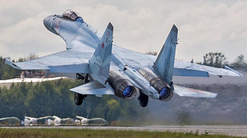 Su-35 savaş uçağı.