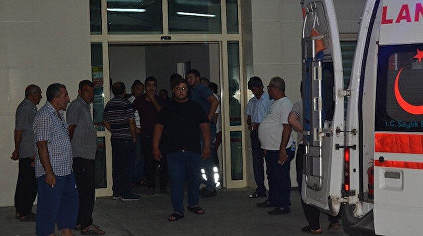 Silahla yaralanan çocuklar ambulansla hastaneye getirildi.
