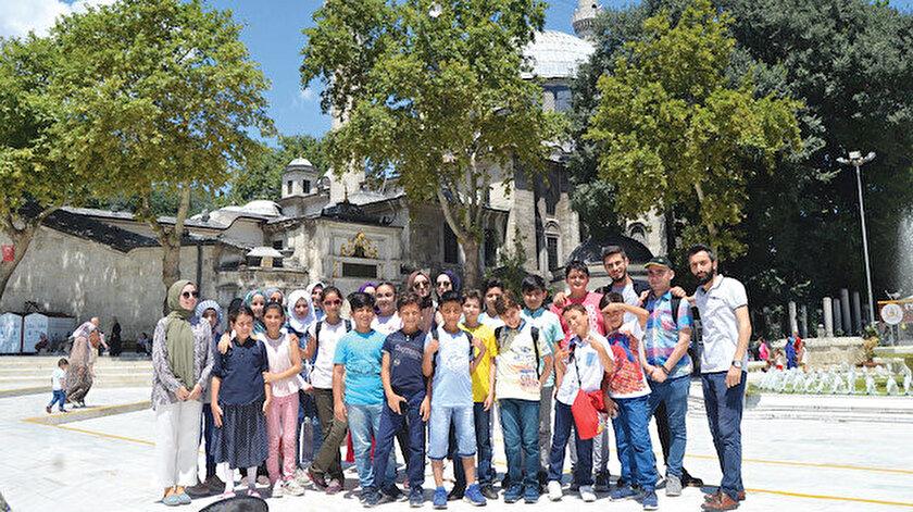 """""""Oku-Keşfet"""" projesi ile İstanbul Bağcılar ilçesinde yaşayan 10 Türk ve 10 Suriyeli çocuk bir araya geldi."""