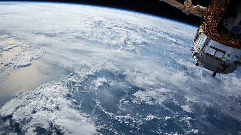 Küp uyduların günümüzde en çok istek yapılan bileşenlerden olduğuna dikkat çeken Doç. Dr. Ertürk, en küçüğü halen 10 santimetreden başlayan küp uydular hakkında bilgi verdi.