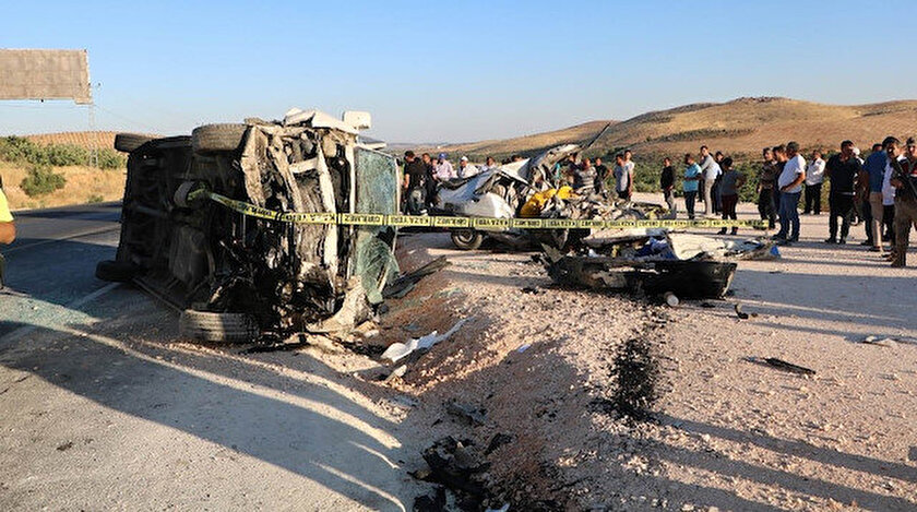 Kazada yaralananlar, sevk edilen ambulanslarla kentteki hastanelere götürülerek tedaviye alındı.