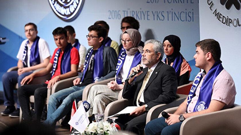 İstanbul Medipol Üniversitesi Rektörü Prof. Dr. Sabahattin Aydın, şampiyonlarla bir araya geldi