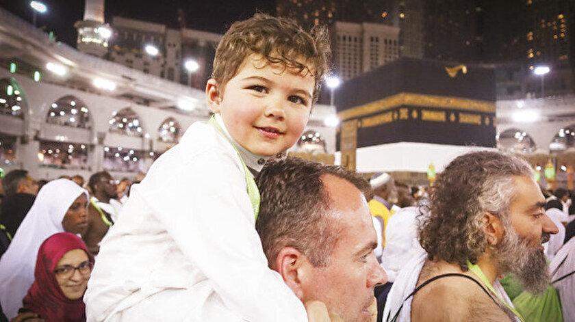 Hacı adayları, beraberlerinde kutsal topraklara getirdikleri çocuklarını yanlarından ayırmıyor.