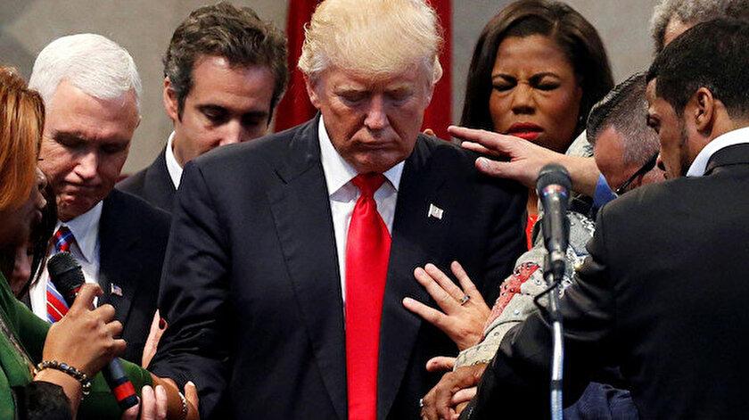ABD Başkanı Trump, Evanjelistlerle birlikte.