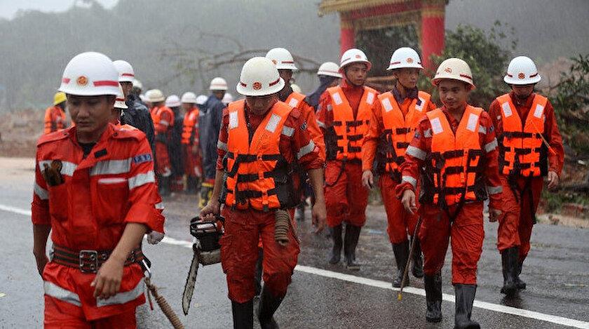 Arama kurtarma ekipleri aralıksız çalışıyor.