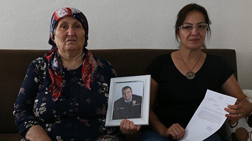 Şehit polisin annesi ve eşi.