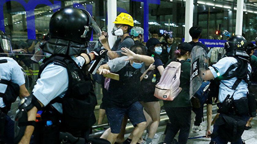 Hong Kong'da protestocular ile polis arasında çatışma çıktı.