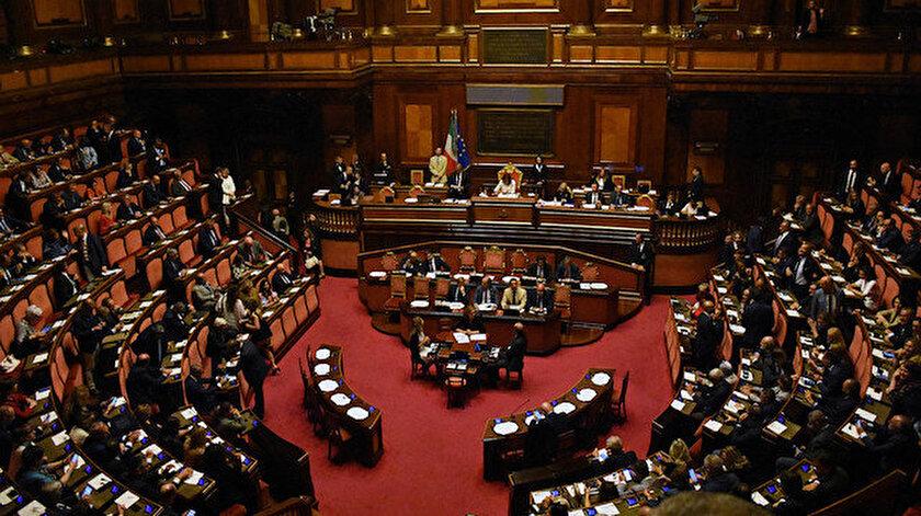 İtalya'da Senato Genel Kurulu, hükümet krizinde çözüm bulamadı.