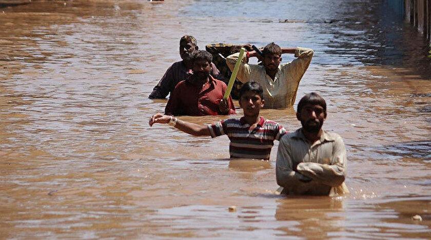 Hindistan'daki sel felaketi sonrası çekilen görüntüler.