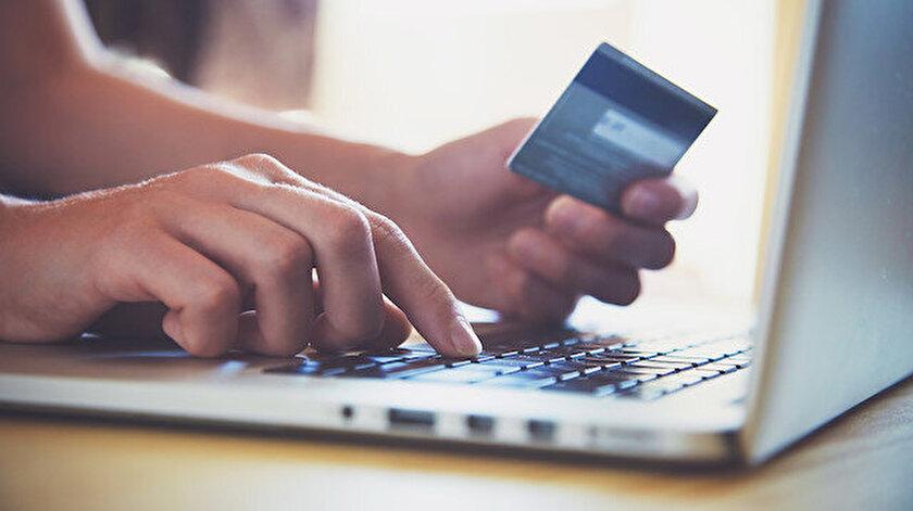 İnternetten alışveriş yapanların sayısı hızla artıyor.