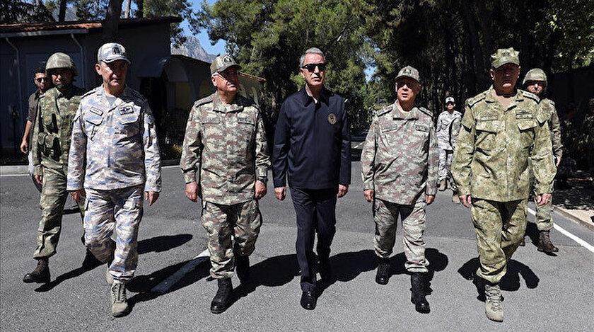 Bakan Akar ve TSK komuta kademesi Fotoğraf: Arşiv