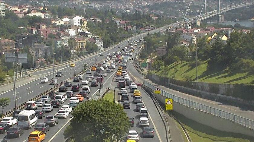 15 Temmuz Şehitler Köprüsü'ndeki kaza nedeniyle trafik durma noktasına geldi.