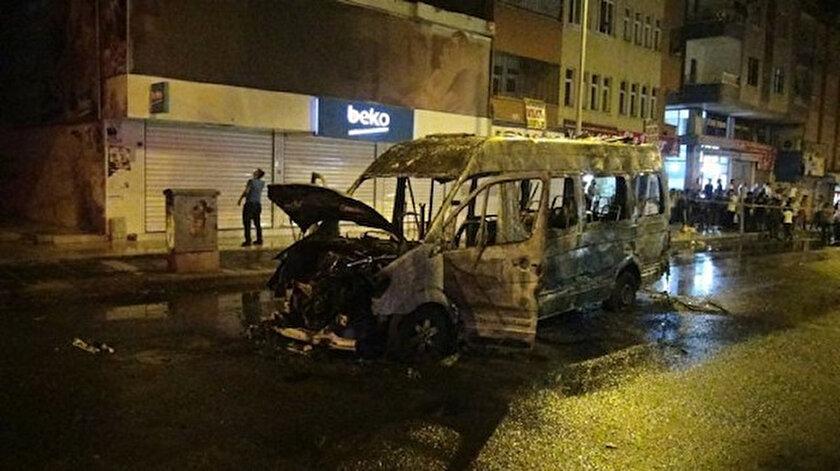 PKK/HDP yandaşları tarafından ateşe verilen minibüsün son hali.
