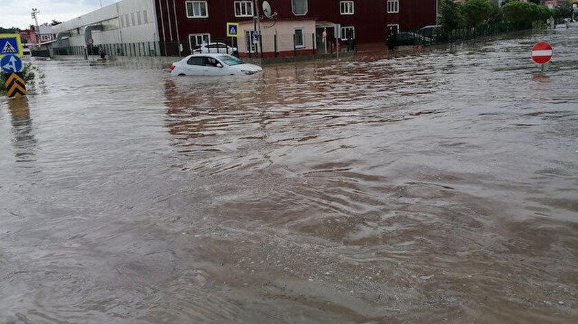 Samsun'da aşırı yağışlar sele neden oldu.