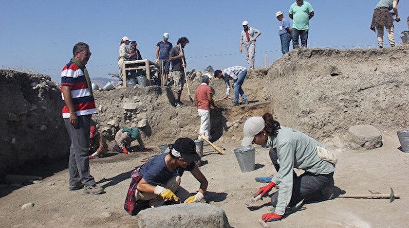 Çalışmalara 5 farklı üniversiteden 5 akademisyen, 3 arkeolog, 15 stajyer arkeoloji ve mimari restorasyon öğrencisi katıldı.