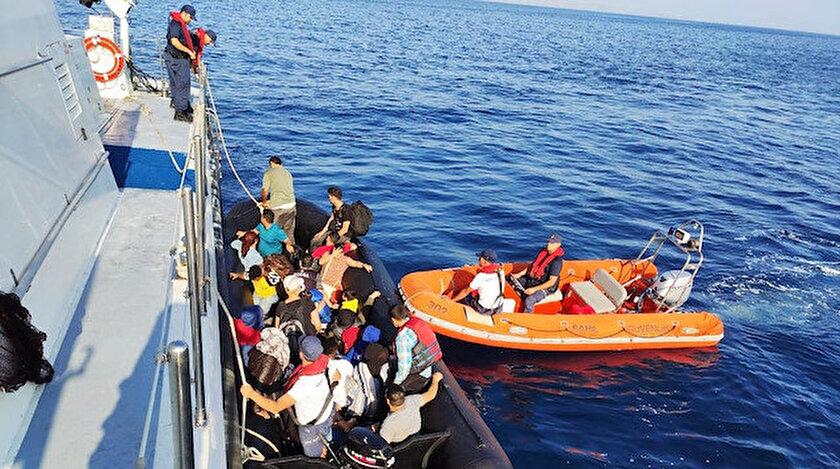 Lastik bot ile ülkeyi yasa dışı yollardan terk etmeye hazırlanan düzensiz göçmenler yakalandı.