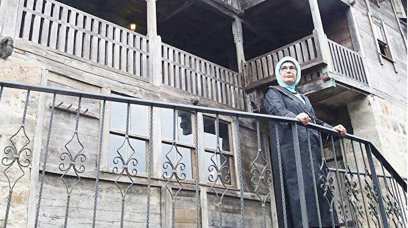i Emine Erdoğan İkizdere Güneyce Hacı Şeyh, Kalkandere Hüseyin Hoca, Hemşin Bilen Camileri'ni gezdi.