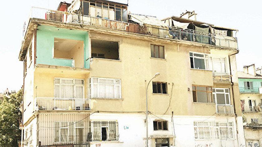 Ali Mıngır, eşinin yaşadığı evi ateşe verdi.