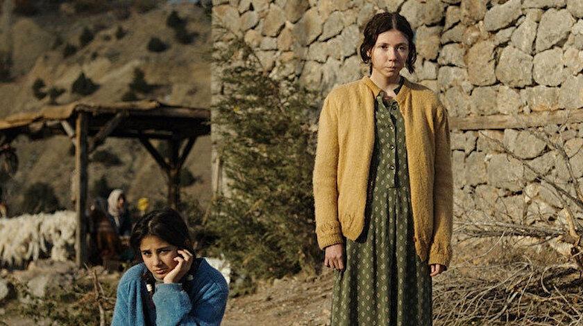 Filmin başrollerinde Cemre Ebüzziya, Ece Yüksel, Helin Kandemir, Kayhan Açıkgöz, Müfit Kayacan ve Kubilay Tunçer yer alıyor.