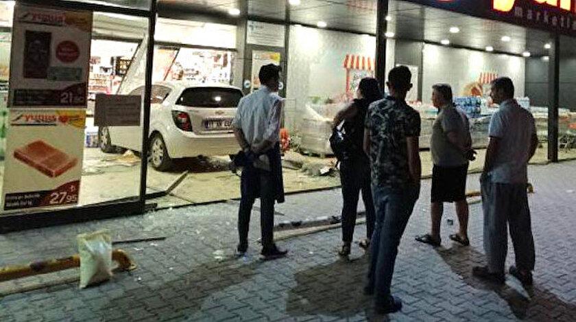 Kazada, markette hasar meydana geldi.