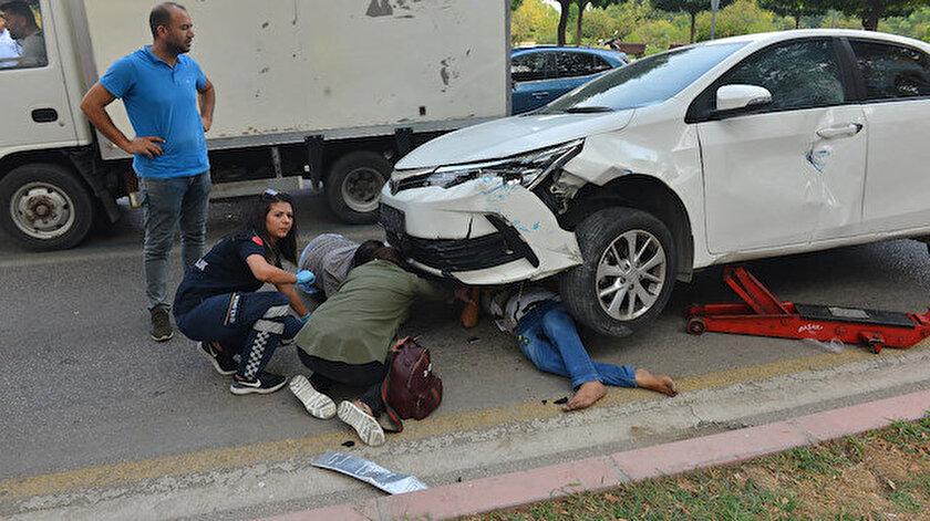 Arabanın altında sıkışan şahıs, kriko yardımıyla kurtarıldı.