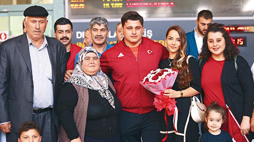 Rıza Kayaalp ve ailesi