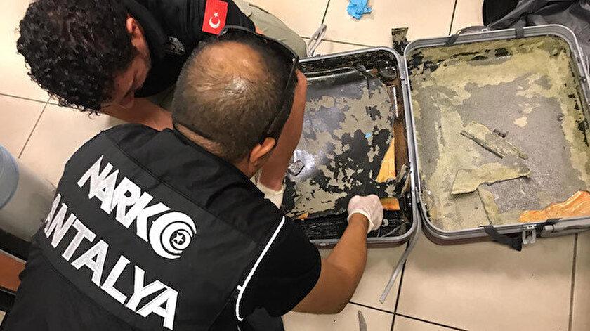 Ekipler valizin içerisine gizlenen eroini tespit etti.
