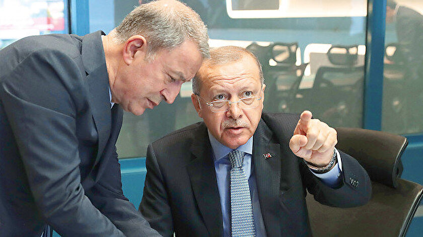"""Cumhurbaşkanlığı Külliyesi'nde Başkomutan Erdoğan'ın başkanlığında """"Barış Pınarı Harekatı Koordinasyon Toplantısı"""" yapıldı. Milli Savunma Bakanı Akar toplantıda Erdoğan'a harekata ilişkin bilgiler verdi."""