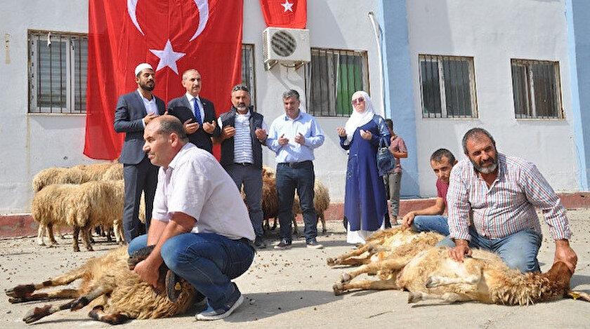 Bursa'dan gelen Yetiş-Tim Derneği, 50 koyun kestirdi.