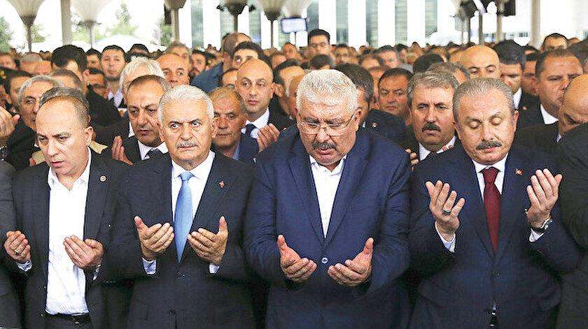 Cenaze törenine birçok siyasi katıldı.