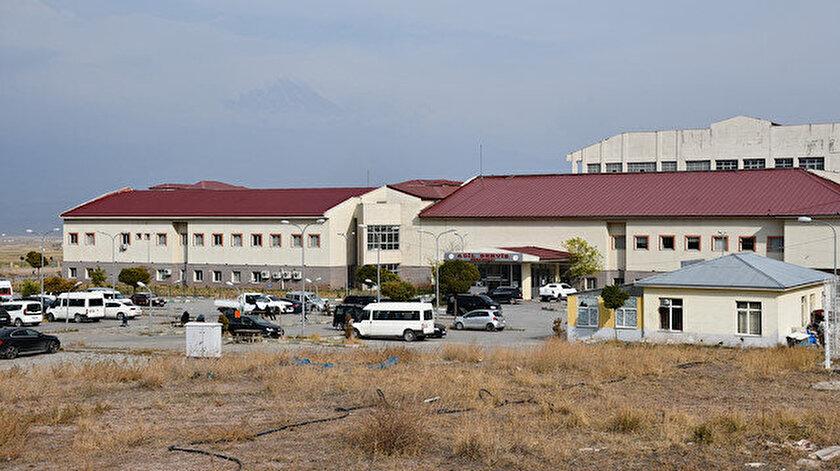 Ağrı'da zırhlı araca roketatarlı saldırı düzenlendi, yaralı askerler hastaneye kaldırıldı.