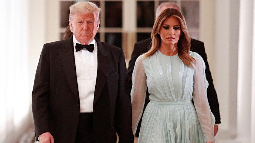Trump'ın, çok kez eşi Melania'nın kameralar karşısında elini tutmayı reddettiği görülmüştü.
