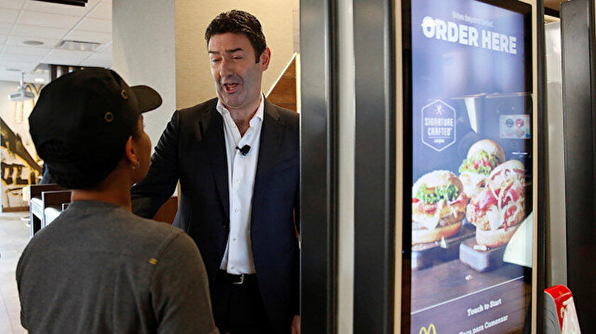 McDonald's CEO'su Steve Easterbrook işini kaybetti.