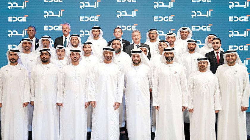 Muhammed bin Zayed (en önden soldan dördüncü)