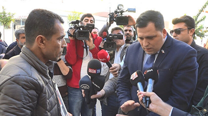 AP üyesi Zdechovsky'den HDP önünde evlat nöbeti tutan ailelere ziyaret.