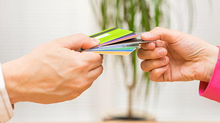 68,2 milyonunu kredi, 159 milyonunu ise banka kartı olmak üzere 227 milyon adet kart bulunuyor.