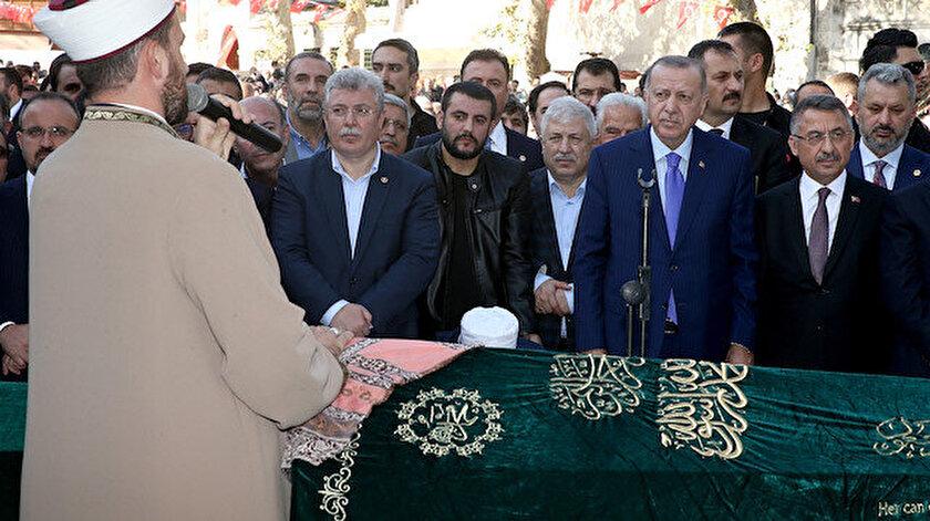 Cumhurbaşkanı Erdoğan, Eyüpsultan'da cenaze namazı kıldı.