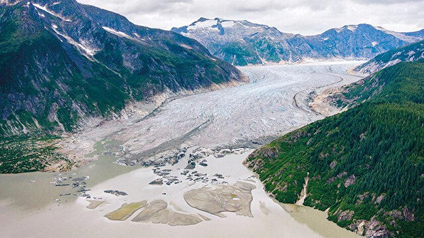 Dünyanın en kalın buzulu olarak bilinen Taku