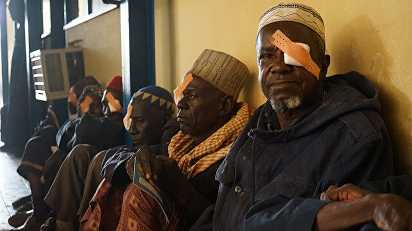 Katarakt ameliyatı için sıra bekleyen hastalar.