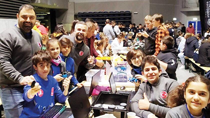 Dünya şampiyonu olan BİLSEM Robot Takımı öğrencileri, Türkiye'nin gururu oldu.