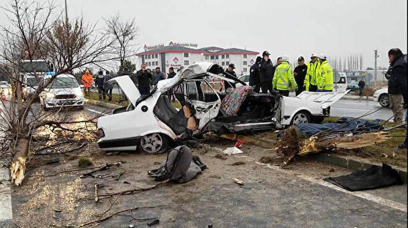 Kazada otomobil paramparça oldu.
