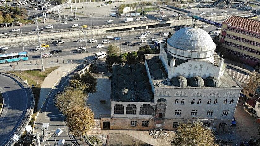 Hacı Ahmet Tükenmez Cami'nin depremde minaresinin bir kısmı yıkılmış, sonrasından minare, ekipler tarafından kontrollü olarak sökülmüştü.