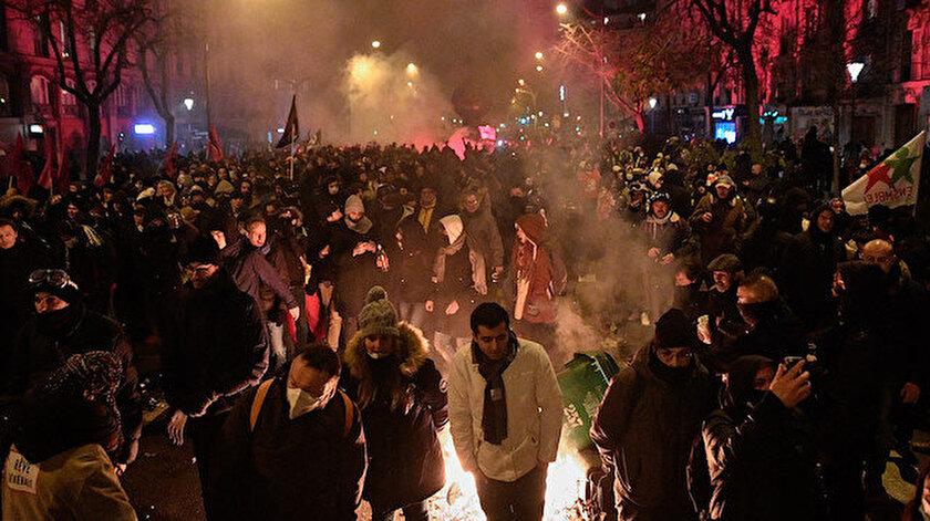 Fransa'daki emeklilik reformu protestoları hayatı felç etti.