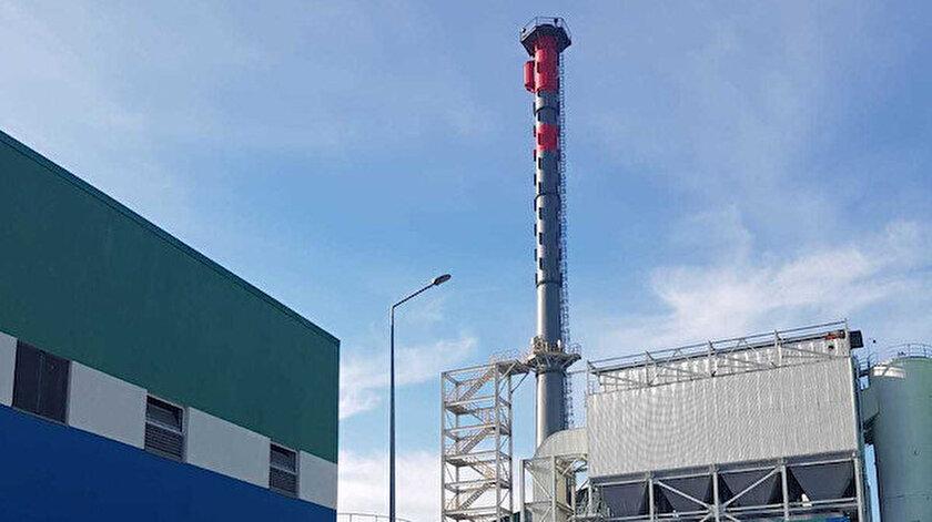 Varaka Kağıt'ta saatte ortalama 27 ton kömür yakılmasına rağmen bacadan neredeyse duman çıkmıyor.  Fabrika bu çevreciliği 140 milyon avroluk yatırımın %10'unun filtreleme için kullanılmasına borçlu.