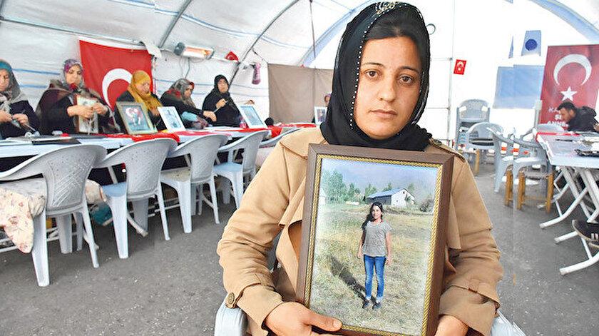 """Diyarbakır annelerinin HDP il binası önündeki nöbetinde 97. gün geride kaldı. 12 yaşında kaçırılan kızı Özlem için eyleme katılan Vahide Çiftçi """"HDP'den kızımı istiyorum. Vicdansızlar, kızımı zorla kaçırıp götürdüler"""" dedi."""