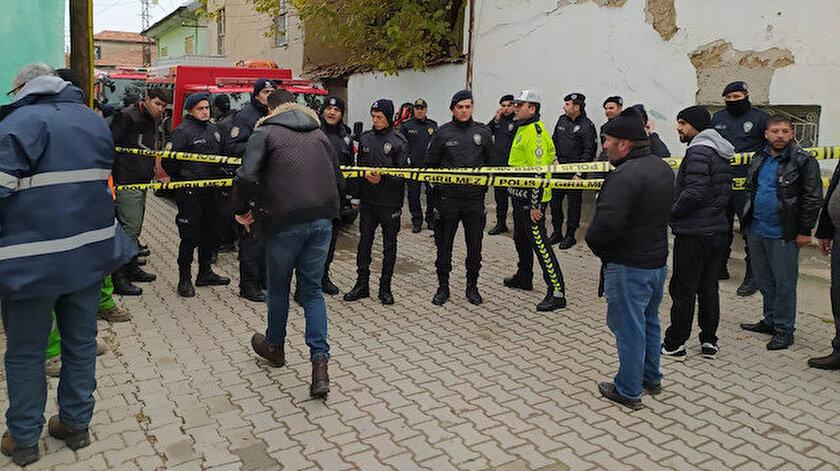 Olay yerine itfaiye, AFAD ve polis ekipleri geldi.